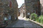 Départ de la route bétonnée qui monte vers la chapelle Saint Pancrace