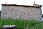 Mur nord: remploi de blocs et du linteau sculpté (angle nord-ouest)