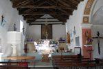 Nef vue vers l'ouest avec l'autel précédé d'un chancel
