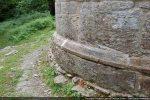 Base moulurée de l'abside