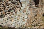 Traces des remaniements successifs dans le mur sud