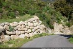Départ du sentier montant de Pietralba à la Bocca di Tenda (sur la droite)