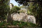 Chapelle Sant'Agostino de Chera se dressant sur une petite éminence