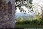 La chapelle est sur un promontoire avec une belle vue
