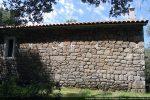 Mur sud: dans l'appareillage se distinguent des blocs bien taillés de l'époque romane