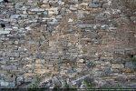 Détail de l'appareillage du mur : de petites pierres éclatées (préroman pour Moracchini-Mazel)