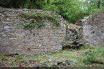 Mur nord avec une ouverture murée et des traces de remaniements