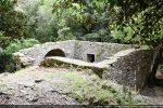 La chapelle vue du chemin d'accès