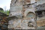 Autre arcature replacée dans le mur (angle nord-ouest) et élément mouluré