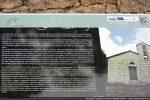 Panneau d'information situé devant la chapelle