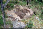 La margelle fut modifiée pour pouvoir recevoir un baldaquin recouvrant la cuve (seconde phase)