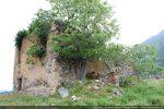 Vue de la maison abandonnée réutilisant les murs de l'église San Paolo