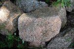 Belles pierres de granit près de l'abside
