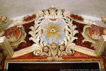 Décor stuqué du maître-autel présentant l'œil de Dieu le Père