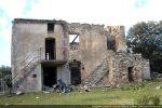 Maison abandonnée au lieu-dit Pieve et construite en partie avec des pierres venant de la Tribuna