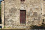 Le bas du mur et la porte présentent la marque du 12e siècle