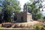 La chapelle se situe sur une belle plate-forme