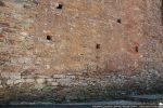 Dans le bas du mur : appareillage d'origine fait de petites pierres (début 10e siècle pour G. Moracchini)