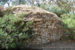Construction faite de pierres de calcaire disposées irrégulièrement