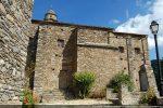 Contreforts, chapelle latérale et fenêtres résultent des différents remaniements