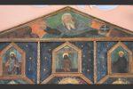 Partie supérieure du retable : Dieu le Père et, en dessous, à gauche Saint Jean-Baptiste, au centre le Christ de Pieté et, à droite, saint Antoine de Padoue