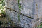 Imposant soubassement en légère avancée par rapport au mur