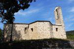 La chapelle a été agrandie et dotée de deux chapelles latérales; la petite fenêtre gauche est sans doute celle de l'édifice d'origine