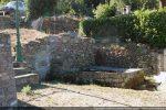 Blocs  architecturaux provenant de Santa Maria et du baptistère (fontaine-lavoir de Casalvana)