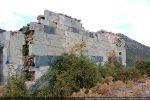 Mur sud: polychromie des blocs allant du vert sombre au blanc