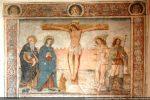 Grande fresque de la crucifixion (25 février 1513). La bordure est renaissance avec ses médaillons, ses portraits et ses rinceaux. Inscription et datation dans le bas