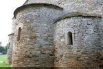 Corniche de pierres disposées en encorbellement sur abside centrale