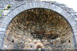 Détail de l'arc triomphal composé de 32 claveaux taillé régulièrement
