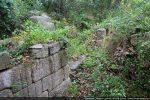 Porte dans le mur nord