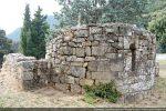 Abside: pierres réemployées du 9e siècle, partie du 10e siècle et réfection du 16e siècle