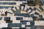 Troisième arc: même décor que le précédent mais console simple et statuette en léger décallage