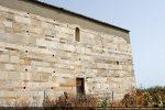 Mur sud: au pied du mur de nombreuses tombes de différentes époques ont été découvertes