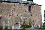 Mur sud: linteau de la porte latérale murée