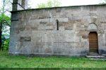 Mur sud présentant une porte et une fenêtre meurtrière