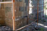 Mur nord: soubassement et emplacement de la porte nécessitant un escalier disparu