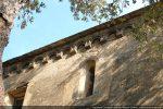 Mur sud: arcature et fenêtre meurtrière