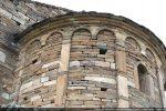 Jeu d'arcs sur pilastres  (pierre veinée de Sisco)