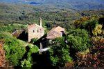 Eglise paroissiale saint Michel et presbytère en contrebas du village