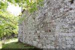 Mur nord avec traces de reconstruction