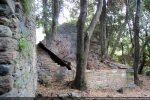 Mur nord roman; à l'avant-plan: mur de la chapelle du 18e siècle