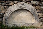 Gravures sur le pourtour; inscription sur le tympan : Pro defunctis ora si tibi placet 1862