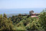 Le hameau de Pastrucciale est logé sur un éperon dont la chapelle occupe la partie est