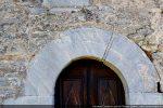 Arc en trois parties surmontant la porte