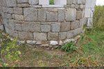 Abside: lit de petites pierres