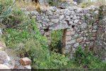Mur divisant la nef en deux construit lors de la transformation en habitation