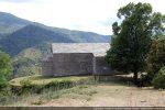 Approche par le côté nord: abside et chapelle latérale (servant de chapelle funéraire)